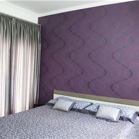 Papel de parede estampado com textura de camurça em alto relevo.